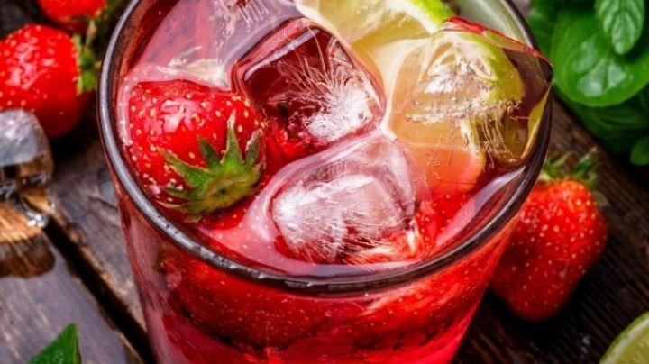 Brinda por tu figura con este delicioso y refrescante mojito de fresa bajo en calorías