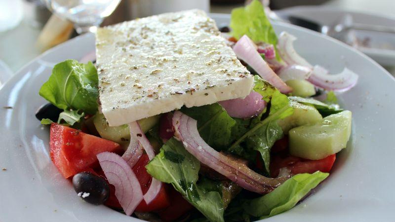 ¿Se acaban las ideas para el menú de Cuaresma? Intenta con esta exquisita ensalada griega