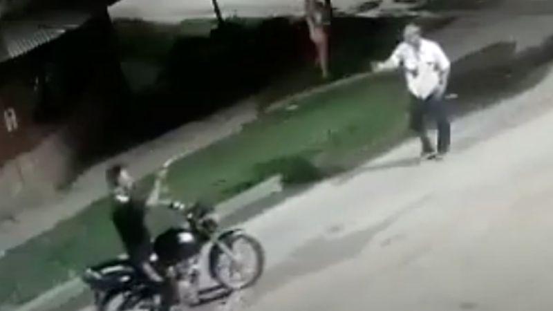 VIDEO: A sangre fría, acribillan y matan a vendedor de pan de 74 años; querían asaltarlo