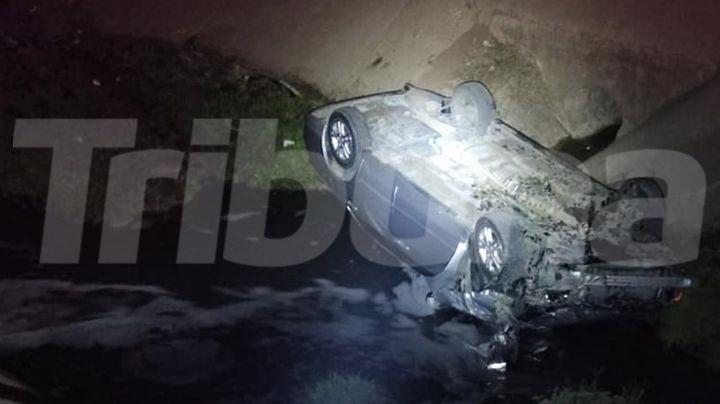 Ciudad Obregón: Dos jóvenes resultan lesionados tras volcar auto en aguas de dren