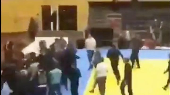 """""""¡Hurra!"""" Infortunado comentario convierte combate """"amistoso"""" de judo en gran pelea campal"""