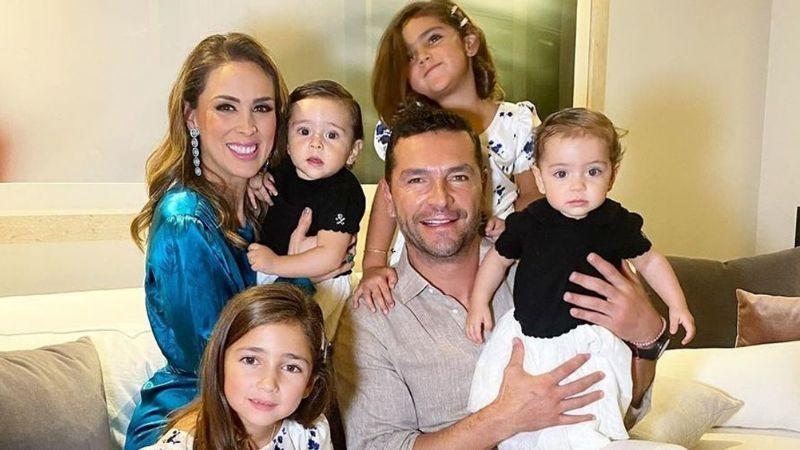 Jacky Bracamontes desata las críticas en Instagram por dejar que sus hijas se maquillen