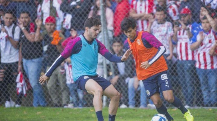 ¿No hay crisis en Chivas? JJ Macías y Briseño casi se agarran a golpes