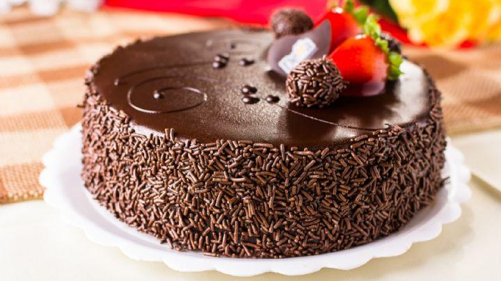 Este pastel de chocolate es perfecto para festejar su amor el próximo 14 de febrero