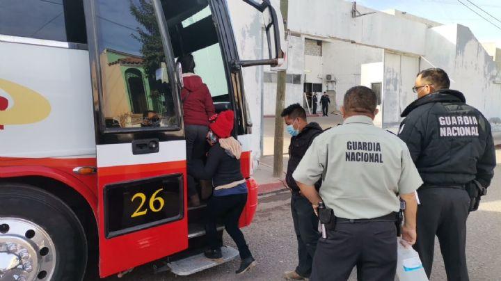 ¡Los escondieron en un autobús! Guardia Nacional detienen a migrantes guatemaltecos en Cajeme