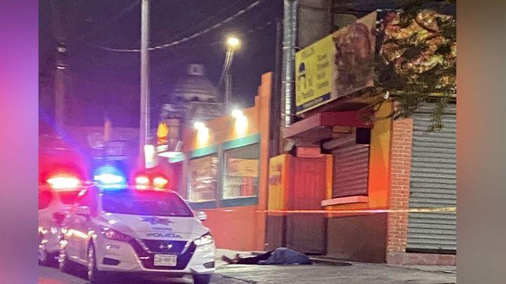 Cadáver tendido en frente de una pollería desata una fuerte movilización policíaca