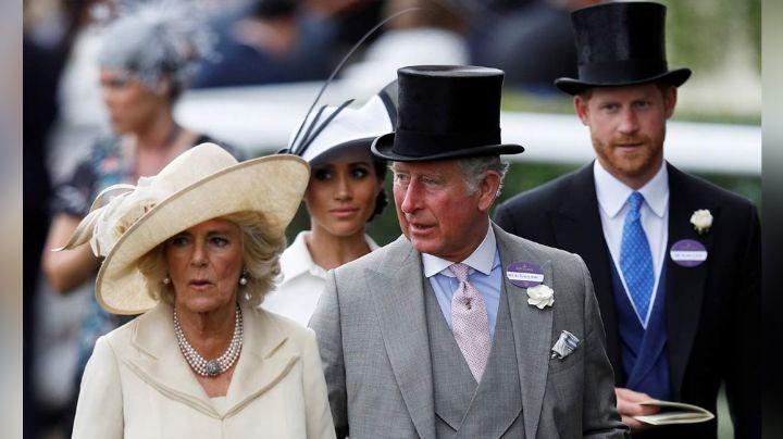 Príncipe Carlos bloquearía más que las cuentas del Príncipe Harry y Meghan Markle
