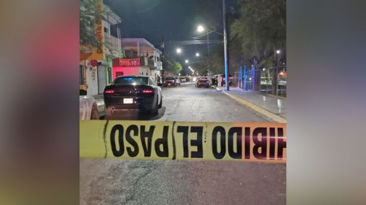 Dos tripulantes de un auto son alcanzados y asesinados a tiros por 'motosicarios'