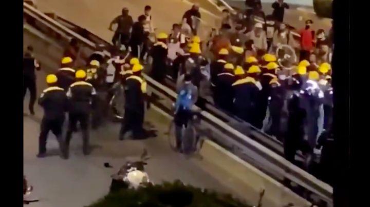 VIDEO: Ciclistas y policías de Tránsito terminan a golpes tras protesta