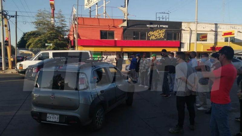 Motociclistas se manifiestan con bloqueo en Ciudad Obregón por retenes de tránsito