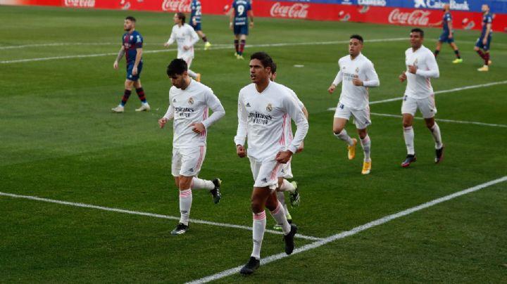 ¡Qué susto! Varane salva del naufragio al Real Madrid con doblete ante el Huesca