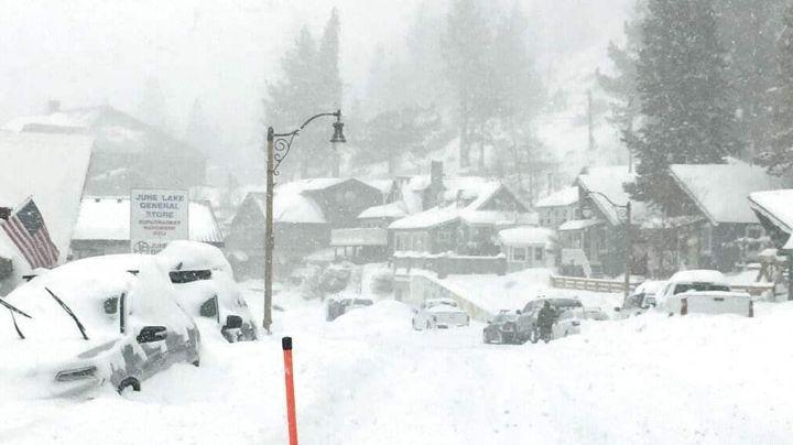 Abuelita de 77 años se queda dormida y vive cuatro días varada en la nieve