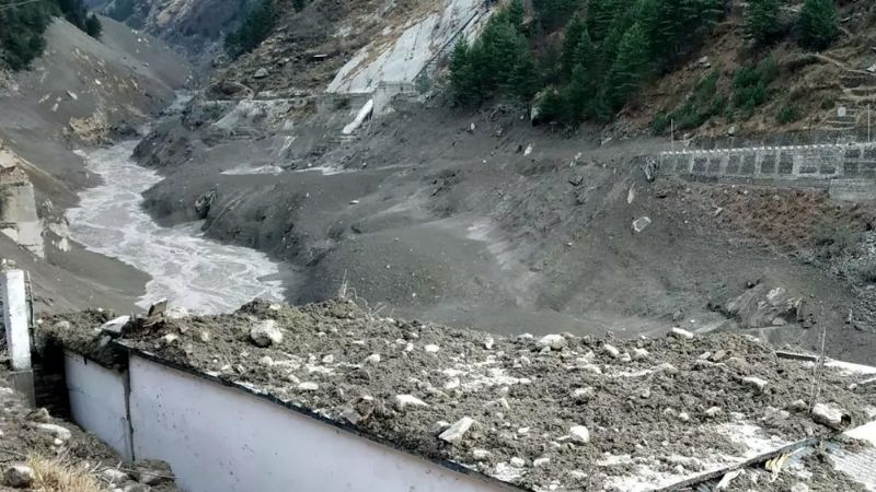 Tragedia mundial: Se desprende glaciar del Himalaya y deja 150 desaparecidos y 9 muertos