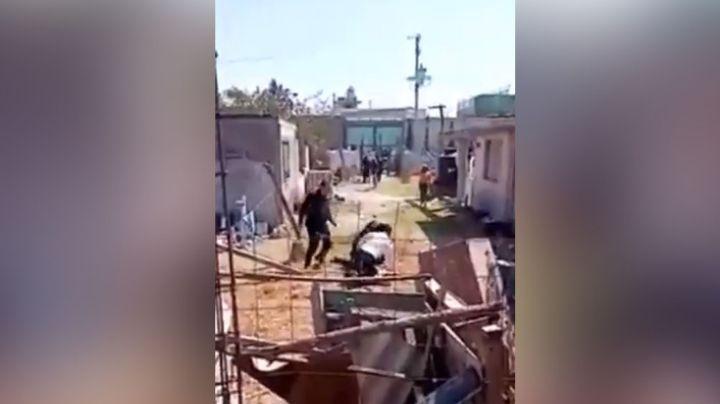 Indignante: Policías agreden a un hombre y hacen disparos al aire frente a niños