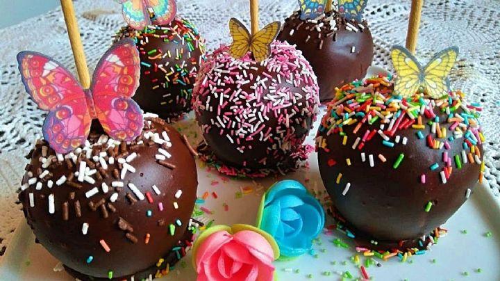 ¡Perfectas para San Valentín! Estas manzanas cubiertas con chocolate son regalos ideales