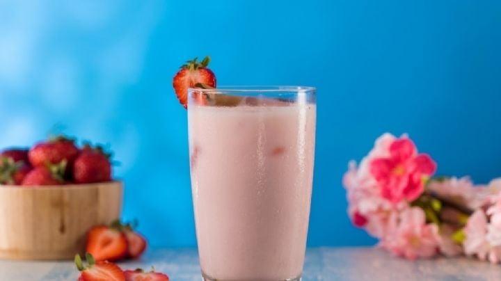 El toque final de todas tus comidas será esta increíble agua de horchata de fresa