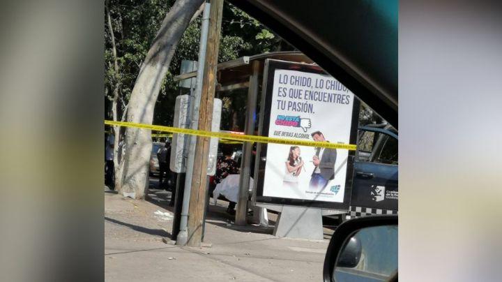 Anciano muere de manera extraña al esperar el transporte público en Guadalajara