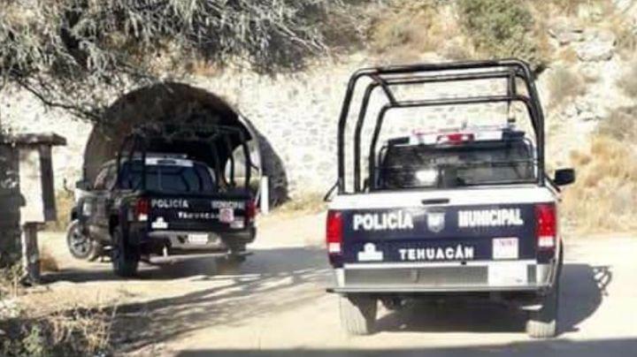 Desconocidos ejecutan a uno y privan a dos hombres de su libertad en Puebla