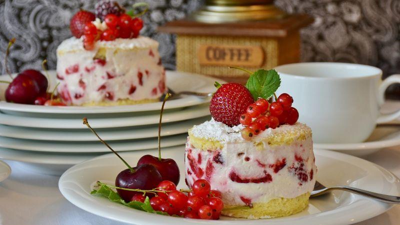 ¡Más ricas imposible! Aprende a preparar estos mini cheesecake de frutos rojos
