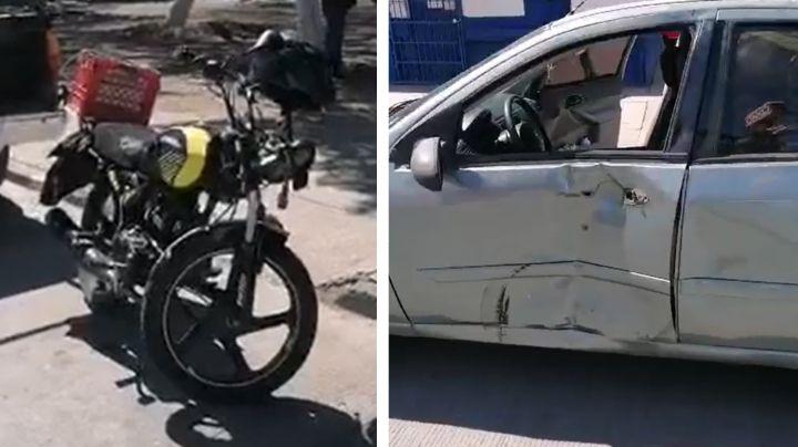 Fuerte choque entre motocicleta y sedán deja a joven lesionado en Ciudad Obregón