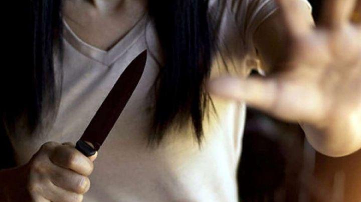 Por dinero: Mujer se gana la lotería y es brutalmente atacada por su novio; lo apuñaló en la cara