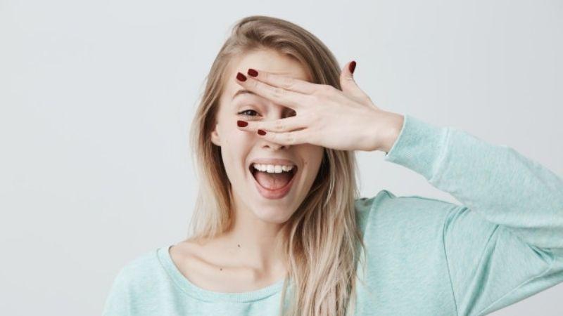 Luce mucho más joven al usar un diseño de uñas con alguno de estos colores
