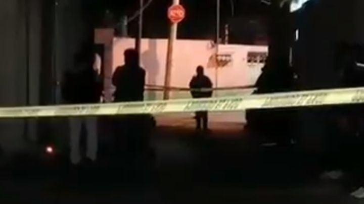 Hombre es asesinado a balazos al caminar por calles de CDMX; fueron seis impactos de bala