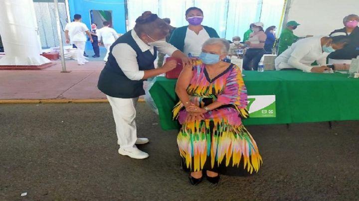 Olga Sánchez recibe vacuna contra coronavirus; no respetó el orden alfabético de apellidos
