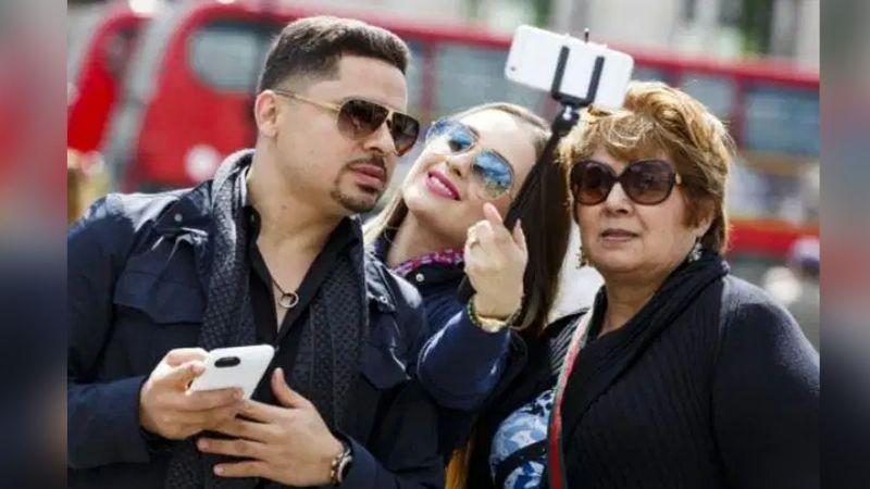 Filtran video de la mamá de Larry Hernández en plena aplicación de la vacuna contra Covid-19