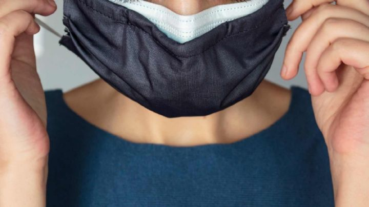 ¡Protégete! Así es la forma correcta de usar doble cubrebocas para evitar contagios