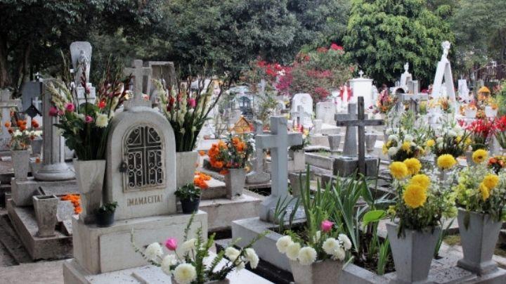 Sicario ACRIBILLA a mujer indígena en panteón; cae MUERTA sobre la tumba de su esposo