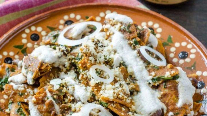¡Deliciosos, tradicionales y fáciles! Descubre cómo preparar estos chilaquiles de mole