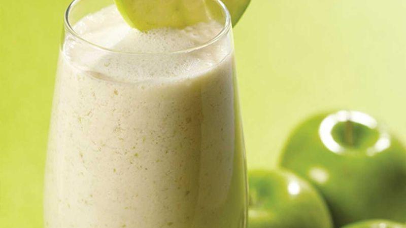 Aprovecha los beneficios de la manzana con esta rica, sencilla y refrescante agua