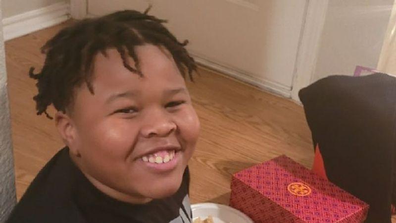 VIDEO: 'Bullies' engañan a un adolescente para atacarlo y hacer que tome orina