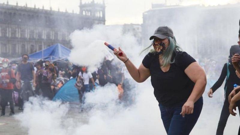 ¿La has visto? Ella es la mujer que inspiró ilustraciones en redes tras la marcha del 8M en la CDMX