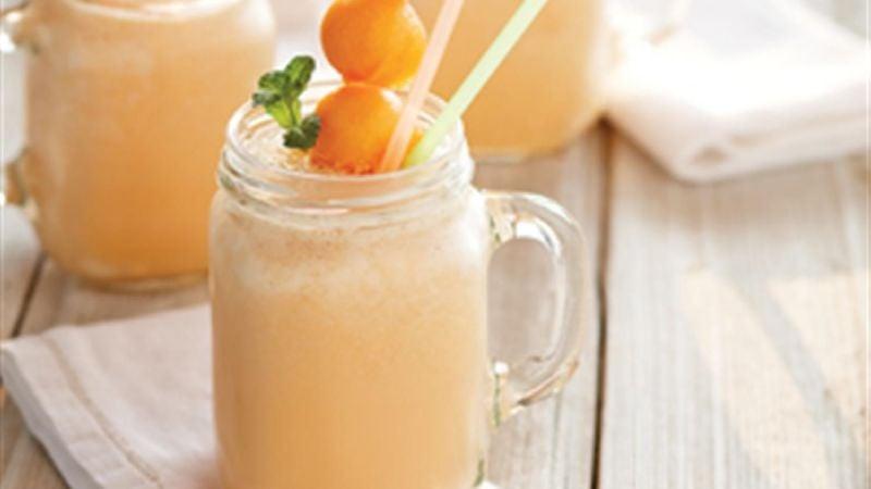 Dile adiós al calor con esta refrescante agua de melón; su toque cremoso te encantará