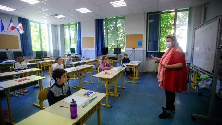 Suspenden clases a una semana de volver a las aulas debido a brotes de Covid-19