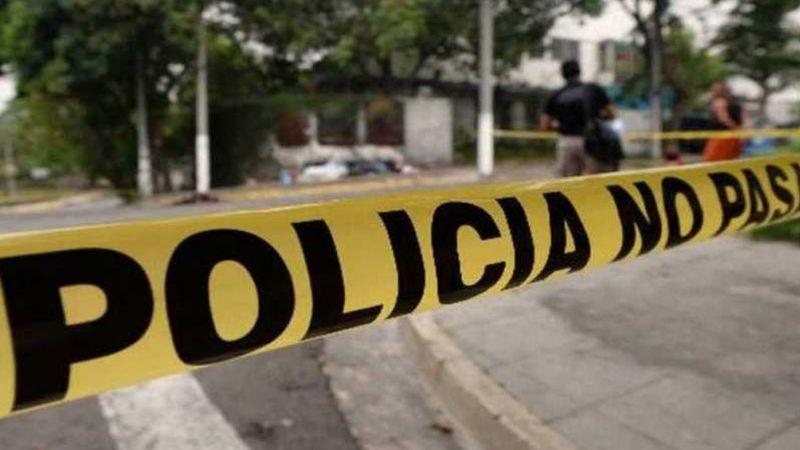 Conductor es alcanzado por gatilleros y asesinado de varios tiros; había sido un ajuste de cuentas