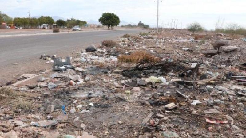 ¡Viven en 'montañas' de basura!: Habitantes de la Villas del Trigo denuncian basurero clandestino