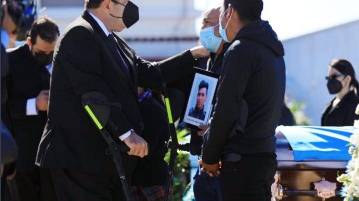 Con lágrimas, familias reciben cuerpos de migrantes guatemaltecos asesinados en México