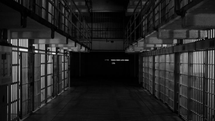 Terror en la cárcel: Recluso da tremenda golpiza a su compañero; murió a las pocas horas