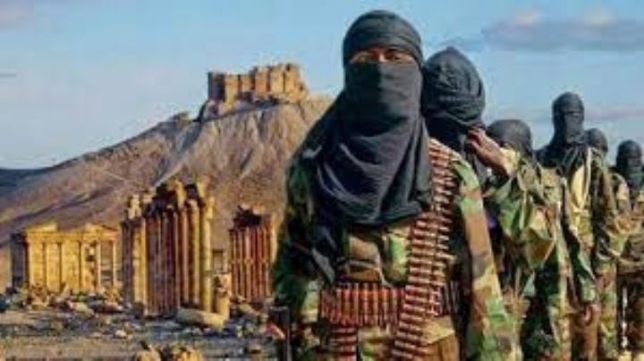 ISIS recluta un ejército de extremistas en cárceles sirias, asegura experto en terrorismo