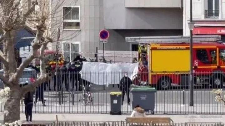 Pánico en París: Acribillan a hombre a plena luz del día; atacó a un policía con un cuchillo