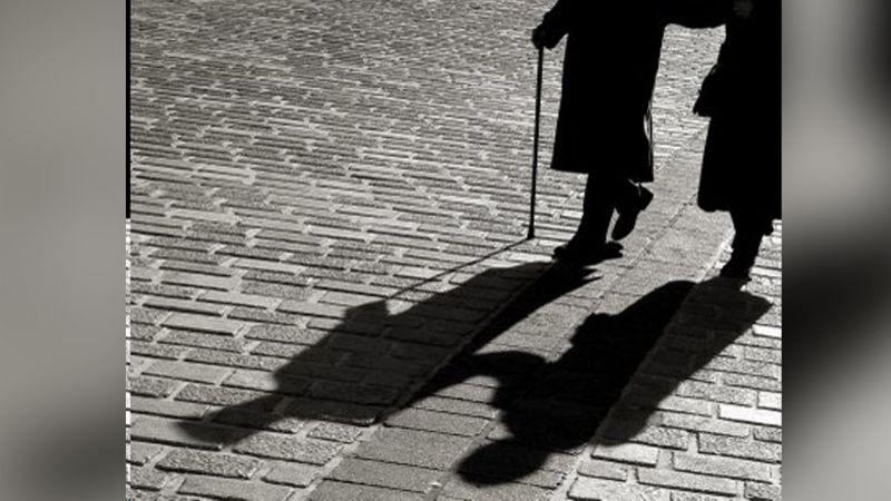 Trágica noche: Pareja de ancianos sufre terrible accidente; él muere y ella toma esta decisión