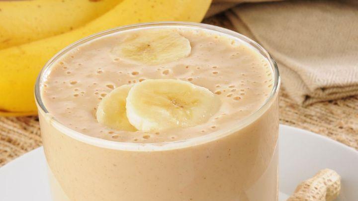 Empieza tus días con la mejor actitud gracias a este licuado energético de plátano