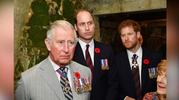 Drama en la Corona: Príncipe William y Carlos hablarían molestos con Harry