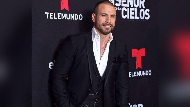 """¿Recayó en vicios? Rafael Amaya es captado al correr """"enloquecido"""" por calles de Tijuana"""