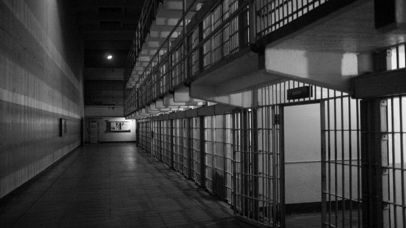 Terrible evento: Atacan a golpes a un recluso acusado de fraude; murió en el hospital