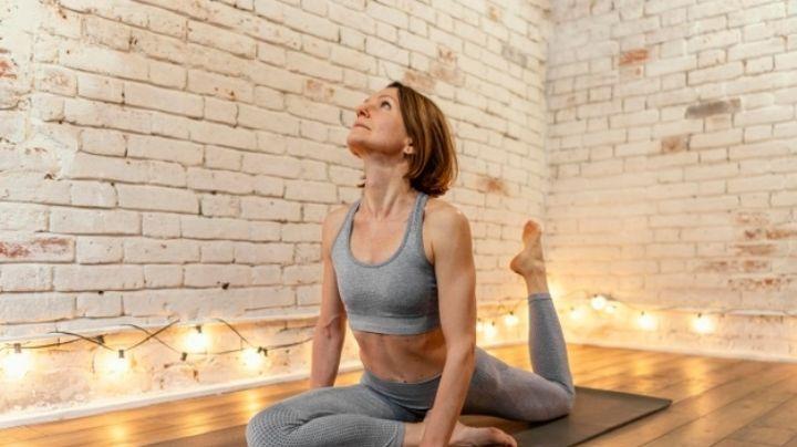 Conoce las razones por las que debes hacer yoga después de los 65 años