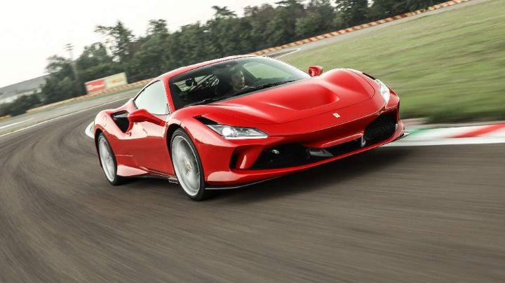 ¡Mala suerte! Hombre gasta 6 millones de pesos en Ferrari y se accidenta al instante